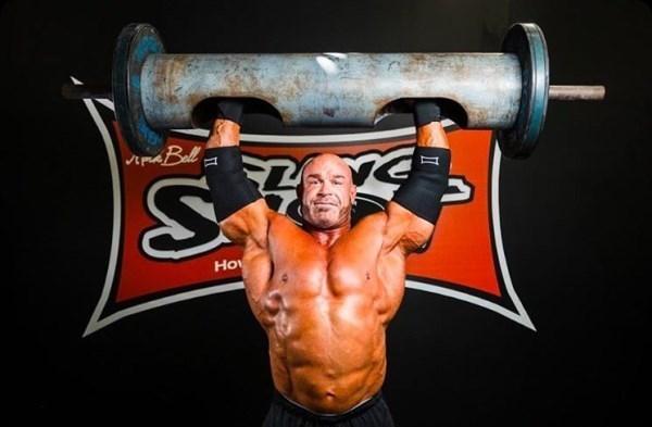 ストロングマンの筋肉が相変わら...